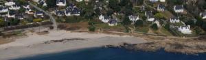 erosion des cotes par l'eau de mer et le vent, réduction des plages et proximité avec les habitations