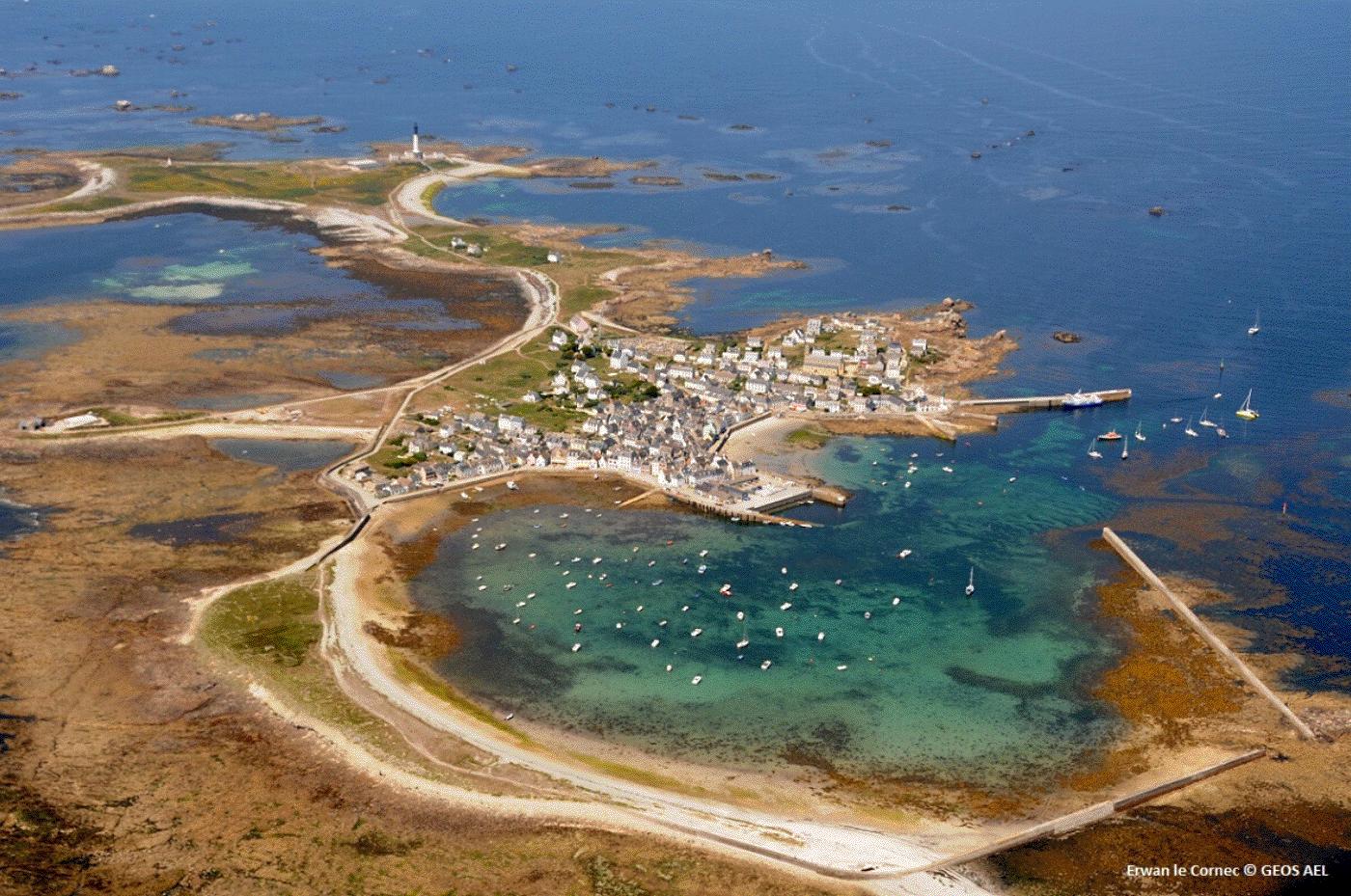 ile-de-sein-vue-ciel-village-port-bretagne-risques-cotiers