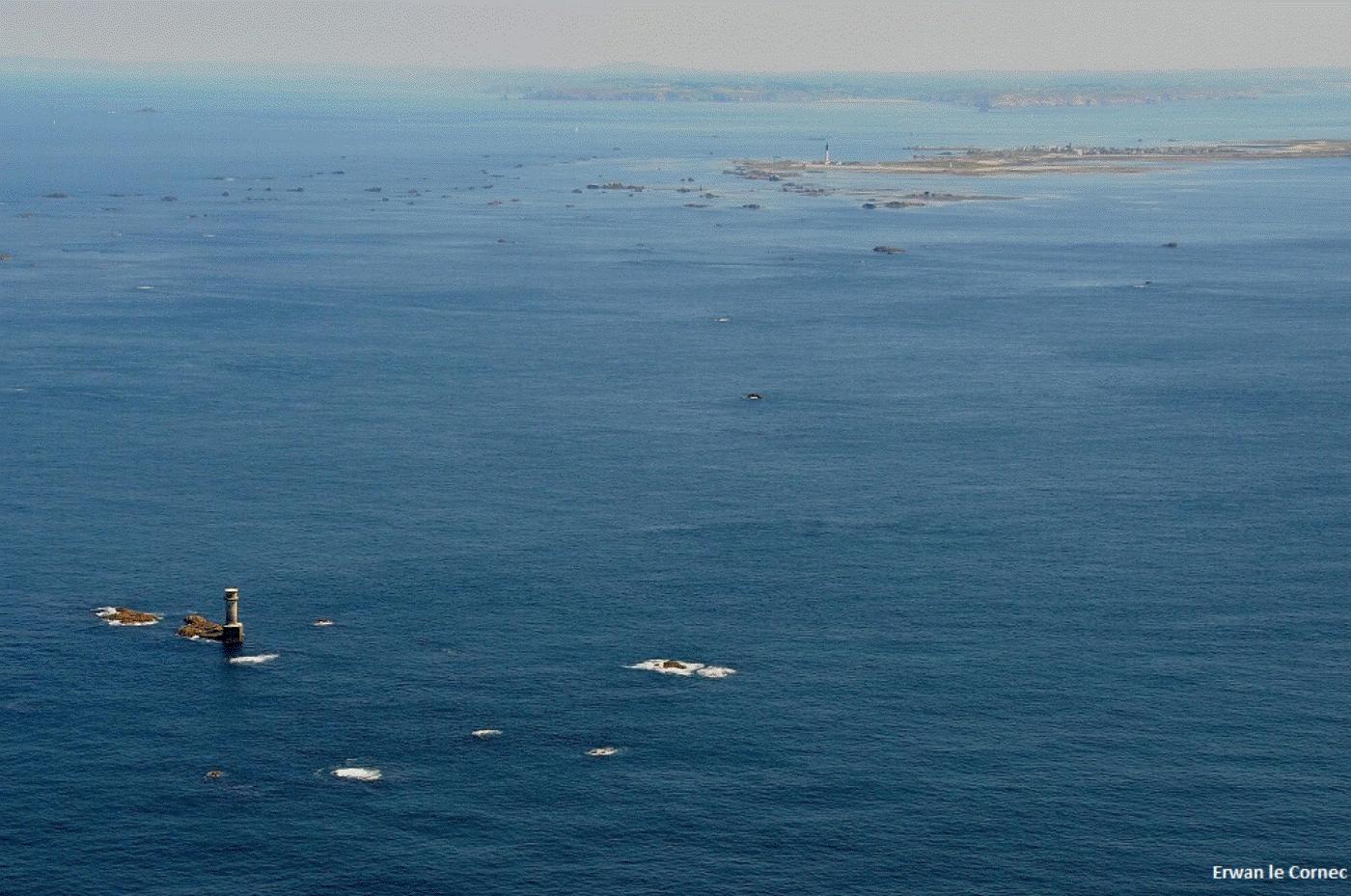 vue-aerienne-ocean-ile-de-sein-risques-cotiers