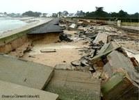 dégats et débris sur la plage des graves