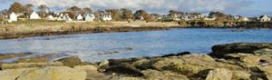 photographie ligne de maison sur le littoral