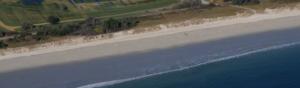 photographie d'une plage en Bretagne et des risques de l'érosion naturelle