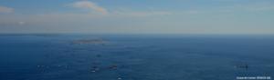 photographie vue aérienne mer cote bretonne avec iles